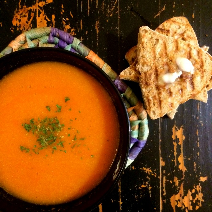 Sweet & Spicy chickpea tomato soup
